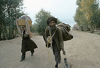 Mass exodus and hundreds of causality on the local population escaping the fight in Bamiyan..Army force of warlord Ahmad Shah Massoud (Jamiat-e-Islami and mercenary of Arakat-e-Islami) running away from the Karim Kalili Hezb-e-Wahdat Islami Hazara Mujahedins force in the Bamiyan valley in 1995.