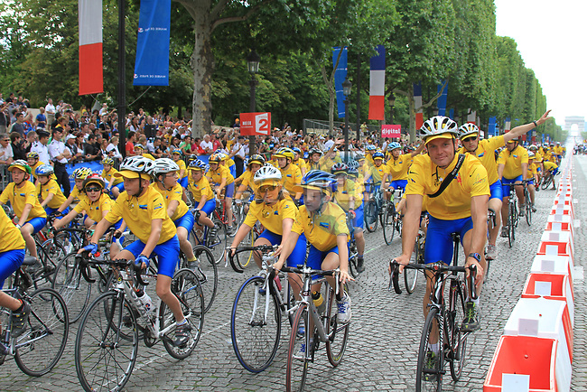 Part of the team parade at the end of the final Stage 20 of the 2010 Tour de France running 102.5km from Longjumeau to Paris Champs-Elysees, France. 25th July 2010.<br /> (Photo by Eoin Clarke/NEWSFILE).<br /> All photos usage must carry mandatory copyright credit (© NEWSFILE | Eoin Clarke)