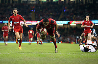 Pictured: Taulupe Faletau scoring a try for Wales. Saturday 15 November 2014<br />