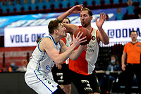 06-03-2021: Basketbal: Donar Groningen v ZZ Feyenoord: Groningen Donar speler Willem Brandwijk met Feyenoord speler Jeroen van der List