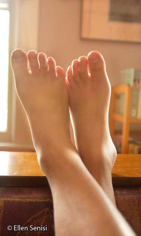 MR / Schenectady, NY.Feet and toes of boy (4, Jamaican-American & Caucasian) with backlighting.           .MR: Edw12.©Ellen B. Senisi