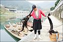 2006- Chine- Marché de long Pi, femme Yao.