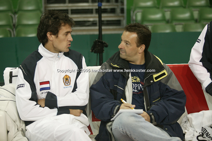 7-2-06, Netherlands, Amsterdam, Daviscup, first round, Netherlands-Russia, training , John van Lottum is being intervieuwd bij Telegraaf journalist Dik Springer