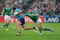 Edoardo Gori of Italy accelerates past Dave Kearney of Ireland during Match 28 of the Rugby World Cup 2015 between Ireland and Italy - 04/10/2015 - Queen Elizabeth Olympic Park, London<br /> Mandatory Credit: Rob Munro/Stewart Communications
