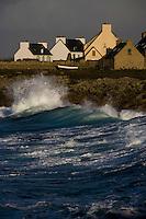 Europe/France/Bretagne/29/Finistère/Saint-Guênolé: Maison sur la cote rocheuse un  jour de gros temps