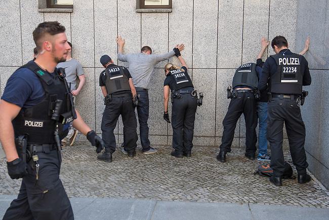 """Rechtsextreme """"Identitaere"""" versuchen Besetzung des Justizministerium.<br /> Am Freitag den 19. Mai 2017 versuchten ca. 40 Rechtsextremisten der sog. """"Identitaeren Bewegung"""" (IB) das Justizministerium zu besetzen. Sie setzten das Ministerium und den Justizminister Maas mit der Staatssicherheit der DDR gleich, hatten DDR-Fahnen dabei und trugen zum Teil DDR-Militaeruniformen.<br /> Die Neonazis scheiterten jedoch mit der Besetzung, da die Polizei im Vorfeld von der Aktion informiert war und rechtzeitig vor Ort war. Als die Polizei die Neonazis aufforderte zu gehen, legten die sich auf den Fußweg und skandierten """"Keine Gewalt"""" und Parolen gegen Fluechtlinge und fuer Deutschland. Daraufhin wurden die Neonazis einzeln abgefuehrt, durchsucht und erhielten einen Platzverweis.<br /> Im Bild: Abgefuehrte """"Identitaere"""" werden von der Polizei durchsucht.<br /> 19.5.2017, Berlin<br /> Copyright: Christian-Ditsch.de<br /> [Inhaltsveraendernde Manipulation des Fotos nur nach ausdruecklicher Genehmigung des Fotografen. Vereinbarungen ueber Abtretung von Persoenlichkeitsrechten/Model Release der abgebildeten Person/Personen liegen nicht vor. NO MODEL RELEASE! Nur fuer Redaktionelle Zwecke. Don't publish without copyright Christian-Ditsch.de, Veroeffentlichung nur mit Fotografennennung, sowie gegen Honorar, MwSt. und Beleg. Konto: I N G - D i B a, IBAN DE58500105175400192269, BIC INGDDEFFXXX, Kontakt: post@christian-ditsch.de<br /> Bei der Bearbeitung der Dateiinformationen darf die Urheberkennzeichnung in den EXIF- und  IPTC-Daten nicht entfernt werden, diese sind in digitalen Medien nach §95c UrhG rechtlich geschuetzt. Der Urhebervermerk wird gemaess §13 UrhG verlangt.]"""