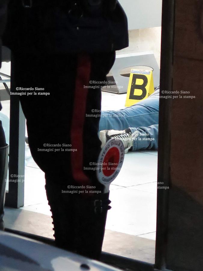 - NAPOLI 14 FEB - Un giovane è stato ucciso a Napoli nel tardo pomeriggio. Il cadavere di Fortunato Sorianiello, 24 anni e con precedenti, è stato trovato dai carabinieri in via II traversa via Epomeo, parco Quadrifoglio. L'uomo abitava nella zona.