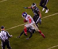 running back Saquon Barkley (26) of the New York Giants springt über cornerback Avonte Maddox (29) of the Philadelphia Eagles hinweg - 09.12.2019: Philadelphia Eagles vs. New York Giants, Monday Night Football, Lincoln Financial Field