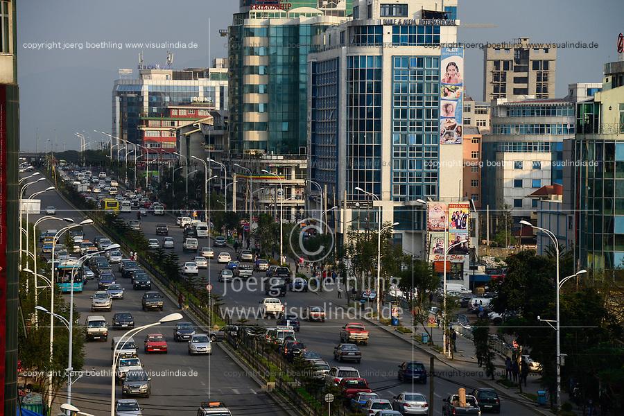 ETHIOPIA, Addis Ababa, traffic at Bole Road / AETHIOPIEN, , Addis Ababa, Verkehr in der Bole Road