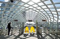 Nederland Den Haag -  maart 2021.   HSE station. In 2016 is bovenop Den Haag Centraal een nieuw station in gebruik genomen. Vanaf hier kunnen reizigers met de RandstadRail naar Rotterdam. Het is rustig tijdens de lockdown.    Foto ANP / Hollandse Hoogte /  Berlinda van Dam