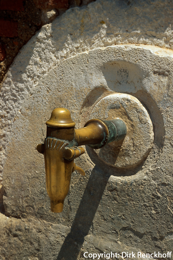 Spanien, Katalonien, Tarragona, Brunnen in der Altstadt