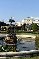 Burgtheater und Volksgarten in Wien, Österreich, UNESCO-Weltkulturerbe<br /> Burgtheater and Volksgarten, Vienna, Austria, world heritage