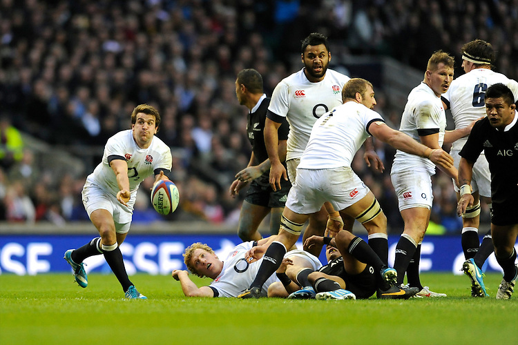 Lee Dickson of England passes during the QBE Autumn International match between England and New Zealand at Twickenham on Saturday 16th November 2013 (Photo by Rob Munro)