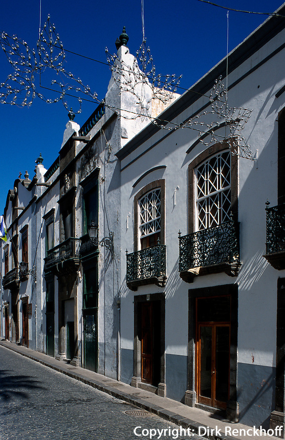 Spanien, Kanarische Inseln, La Palma,  Santa Cruz, Häuser an der Plaza España