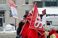 Le personnel professionnel membre SPGQ manifeste ce lundi 4 fevrier de 11 h 45 à 13 h 15, devant les bureaux de Loto-Quebec,  situes au 500, rue Sherbrooke Ouest.<br />  Il veut ainsi denoncer l'impasse des negociations et la sous-traitance abusive chez Loto-Quebec.<br /> <br /> <br /> PHOTO : Agence Quebec Presse