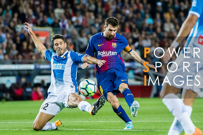 Lionel Andres Messi (C) of FC Barcelona fights for the ball with Didac Vila Rossello (L) of RCD Espanyol during the La Liga match between FC Barcelona vs RCD Espanyol at the Camp Nou on 09 September 2017 in Barcelona, Spain. Photo by Vicens Gimenez / Power Sport Images