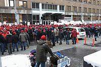 Manifestation des membres de la  Fraternite des Policiers de Montreal  contre le nouvel horaire de travail, 28 fevrier 2013, faces aux bureaux du SPVM.<br /> <br /> Photo : Agence Quebec Presse.