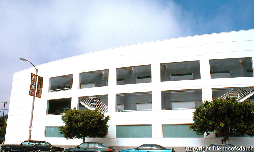 Frank Gehry: Chiat/Day/Mojo Ad Agency, Northern section. Streamline Moderne.