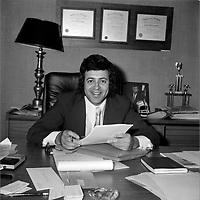 L'avocat Frank Shoofey (date inconnue, avant 1984)<br /> <br /> Frank Shoofey (1941 - 15 octobre 1985) est un avocat criminaliste, homme d'affaires et militant du Parti libéral du Québec. Il est célèbre pour avoir défendu des criminels comme Richard Blass et Monica Proietti. <br /> <br /> Photo : Agence Quebec Presse - Roland Lachance