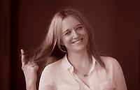 Journalist and author of The Versions of Us. Read an extract and find out more about the novel. Download short stories and view author events. Laura Barnett. è nata nel 1982 a Londra, dove vive ancora oggi con suo marito. È giornalista, critica teatrale e scrittrice. . Pordenonelegge 18 settembre 2016. Photo by Leonardo Cendamo/Getty Images