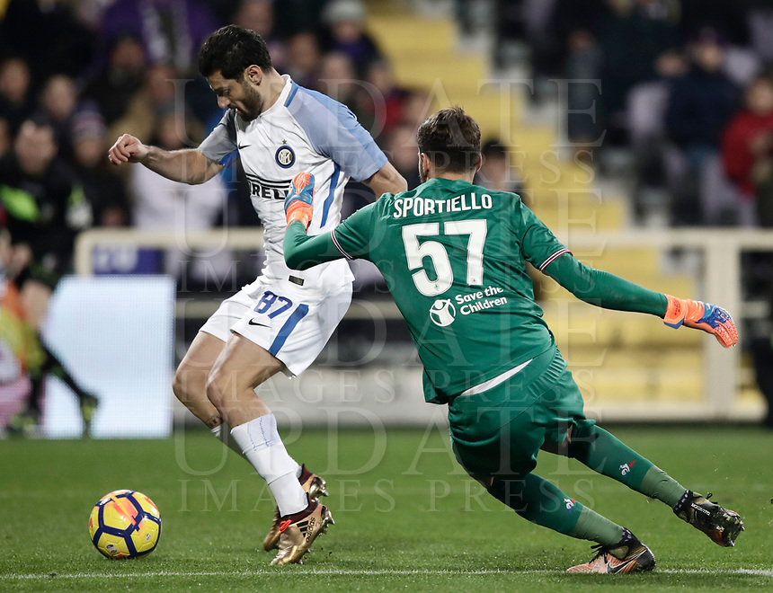 Calcio, Serie A: Fiorentina - Inter, stadio Artemio Franchi Firenze 5 gennaio 2018.<br /> Inter's Antonio Candreva (l) in action with Fiorentina's goalkeeper Marco Sportiello (r) during the Italian Serie A football match between Fiorentina and Inter Milan at Florence's Artemio Franchi stadium, January 5 2018.<br /> UPDATE IMAGES PRESS/Isabella Bonotto