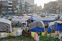 NEPAL , Kathmandu, Taragoan Park in Boudhanath Sadak street, shelter for 2015 earthquake victims and migrants from village Sindhupalchok / nach dem Erdbeben 2015, Erdbebenopfer aus dem Dorf Sindhupalchok wohnen in Blechhuetten und Zelten im Taragoan Park in der Boudhanath Sadak Strasse