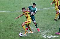 PEREIRA - COLOMBIA, 29-04-2021: Carlos Rodriguez de La Equidad (COL) y Pablo Alvarez de Aragua F. C. (VEN), luchan por el balon durante partido entre La Equidad (COL) y Aragua F. C. (VEN) por la Copa CONMEBOL Sudamericana 2021 en el Estadio Hernan Ramirez Villegas de la ciudad de Pereira. / Carlos Rodriguez of La Equidad (COL) and Pablo Alvarez of Aragua F. C. (VEN), fight for the ball during a match beween La Equidad (COL) and Aragua F. C. (VEN) for the CONMEBOL Sudamericana Cup 2021 at the Hernan Ramirez Villegas Stadium, in Pereira city. / VizzorImage / Pablo Bohorquez / Cont.