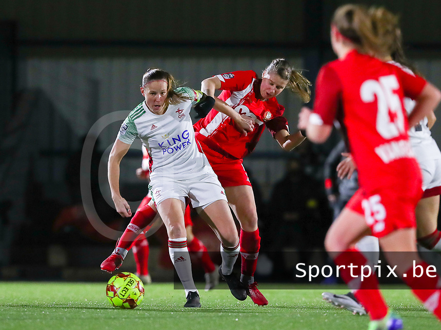 Lenie Onzia (8 OHL) and Aster Janssens (5 Standard) battle for the ball during a female soccer game between Oud Heverlee Leuven and Standard Femina De Liege on the 10th matchday of the 2020 - 2021 season of Belgian Womens Super League , sunday 20 th of December 2020  in Heverlee , Belgium . PHOTO SPORTPIX.BE | SPP | SEVIL OKTEM