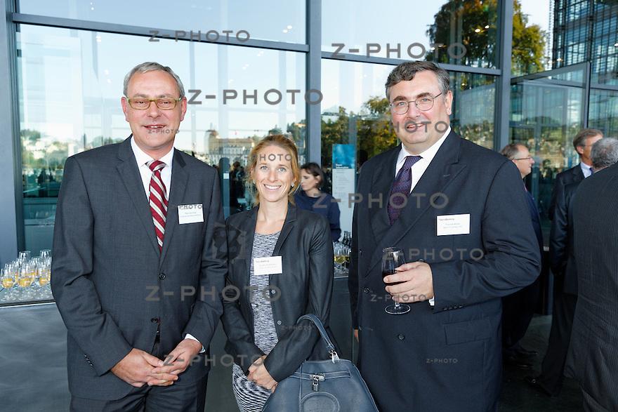 v.l.n.r. Peter Grünblatt; Schweizerische Bankiervereinigung, Eveline Schmocker; Bank Julius Bär & Co. AG, Thomas Müller; Bank CIC (Schweiz) AG<br /> am Bankiertag vom 16. September 2014 im KKL<br /> Luzern<br /> <br /> Copyright © Zvonimir Pisonic