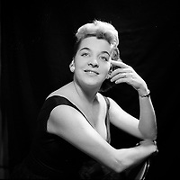 Gertrude Tremblay<br /> , chanteuse au El Mocambo vers 1955<br /> <br /> (date inconnue, avant 1984),<br /> <br /> Photo : Agence Quebec Presse - Roland Lachance