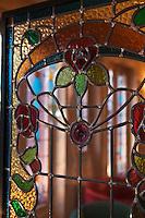 Europe/Europe/France/Midi-Pyrénées/46/Lot/Cahors: Grand Hôtel Terminus et son restaurant: Le Balandre :- Le Bar dont le style et la décoration évoquent la belle époque - détail d'un vitrail