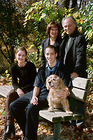 PHOTO EXCLUSIVE<br /> <br /> David Cliche et sa famille,<br /> Octobre 1998<br /> <br /> PHOTO : Agence Quebec Presse