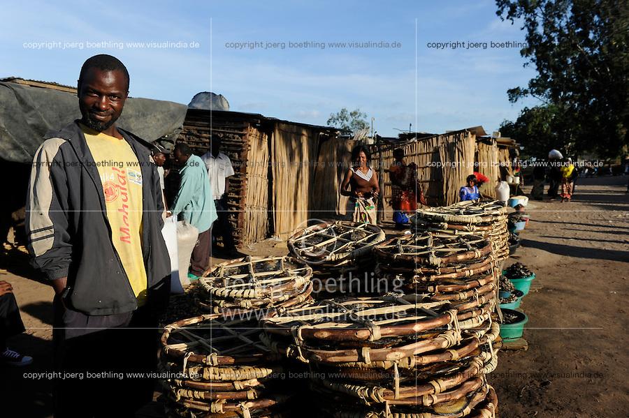 ZAMBIA Barotseland Mongu, Mulamba harbour at river Zambezi floodplain, man sells dry fish / SAMBIA Barotseland , Stadt Mongu , Hafen Mulamba in der Flutebene des Zambezi Fluss, Mann verkauft Trockenfisch
