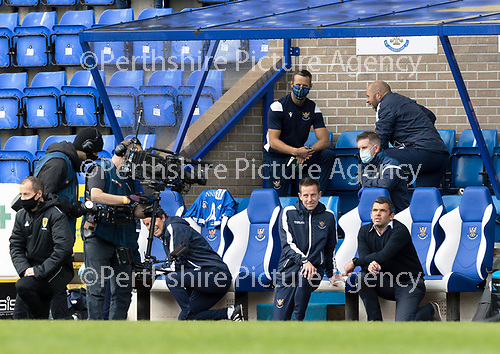 St Johnstone v Celtic…04.10.20   McDiarmid Park  SPFL<br />Callum Davidson takes to the knee before kick off in front of the Sky Sports cameras.<br />Picture by Graeme Hart.<br />Copyright Perthshire Picture Agency<br />Tel: 01738 623350  Mobile: 07990 594431