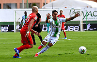 TUNJA-COLOMBIA, 25-10-2020: Maicol Medina de Patriotas Boyaca y Sebastian Gomez de Atletico Nacional disputan el balon, durante partido de la fecha 16 entre Patriotas Boyaca y Atletico Nacional, por la Liga BetPlay DIMAYOR 2020, jugado en el estadio La Independencia de la ciudad de Tunja. / Maicol Medina of Patriotas Boyaca and Sebastian Gomez of Atletico Nacional figh for the ball, during a match of the 16h date between Patriotas Boyaca and Atletico Nacional, for the BetPlay DIMAYOR League 2020 played at the La Independencia stadium in Tunja city. / Photo: VizzorImage / Edward Leguizamon / Cont.