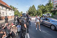 """Nazidemonstration in Frankfurt an der Oder.<br /> Ca. 120 Nazis aus Berlin und Brandenburg zogen am Samstag den 3. September 2016 mit einer Demonstration durch Frankfurt an der Oder. Angekuendigt war der Aufmarsch als grenzuebergreifende Demonstration von deutschen und polnischen Nazis gegen Islam und Fluechtlinge, es nahmen jedoch nur zwei Personen aus Polen teil.<br /> In Redebeitraegen und Parolen wurde gegen die """"Kriminalitaet aus Osteuropa"""" gehetzt und behauptet es faende eine """"gewollte Uberfremdung der deutschen Heimat durch Fluechtlinge"""" statt.<br /> Angefuehrt wurde die Demonstration von der Oderbruecke zum Bahnhof von der rechtsextremen Kleinstpartei """"Der 3. Weg"""". Des Weiteren nahmen Mitglieder von """"unabhaengigen Buergerinitiativen"""" gegen Fluechtlinge, der NPD, sog. Freien Kameradschaften und Mitgliedern der rechtsextremen Gruppe """"Die Identitaeren"""" teil.<br /> Einige Personen einer Gegendemonstration versuchten mit Sitzblockaden die rechtsextreme Demonstration zu verhindern, die Polizei fuehrte die Nazis jedoch an den Blockierern vorbei. Vereinzelt wurden Personen, die versuchten die Demonstrationsroute zu blockieren, von der Polizei mit Tritten und Schlagstockeinsatz von der Strasse vertrieben.<br /> Rechts im Bild: Pascal Stolle, """"Der 3. Weg"""". Er beschimpft als Leiter der Nazidemonstration Gegendemonstranten.<br /> 3.9.2016, Frankfurt an der Oder<br /> Copyright: Christian-Ditsch.de<br /> [Inhaltsveraendernde Manipulation des Fotos nur nach ausdruecklicher Genehmigung des Fotografen. Vereinbarungen ueber Abtretung von Persoenlichkeitsrechten/Model Release der abgebildeten Person/Personen liegen nicht vor. NO MODEL RELEASE! Nur fuer Redaktionelle Zwecke. Don't publish without copyright Christian-Ditsch.de, Veroeffentlichung nur mit Fotografennennung, sowie gegen Honorar, MwSt. und Beleg. Konto: I N G - D i B a, IBAN DE58500105175400192269, BIC INGDDEFFXXX, Kontakt: post@christian-ditsch.de<br /> Bei der Bearbeitung der Dateiinformationen darf die Urheberke"""