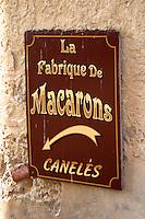 Macarons, almond bisquits Patisserie shop. The town. Saint Emilion, Bordeaux, France