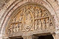 Europe/Europe/France/Midi-Pyrénées/46/Lot/Carennac: Porche et portail sculpté de l'église Saint-Pierre - Christ  en majesté entouré par le Tétramorphe - Plus Beaux Villages de France