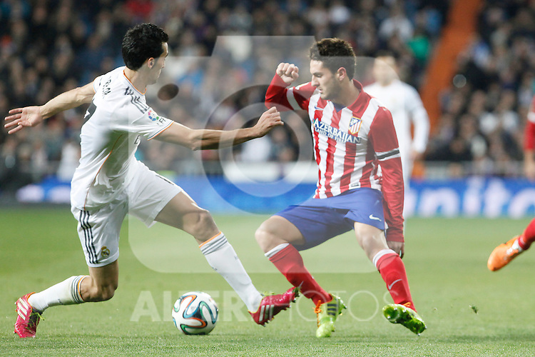 Real Madrid´s Arbeloa (L) and Atletico de Madrid´s Koke during King´s Cup (Copa del Rey) semifinal match in Santiago Bernabeu stadium in Madrid, Spain. February 05, 2014. (ALTERPHOTOS/Victor Blanco)