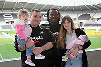 Pictured: Swansea City FC footballer Jason Scotland (C) with a local couple. The labour of the wife started when Scotland scored a goal during a recent game at Libery Stadium, Swansea. South Wales. Thursday 04 December 2008.<br />