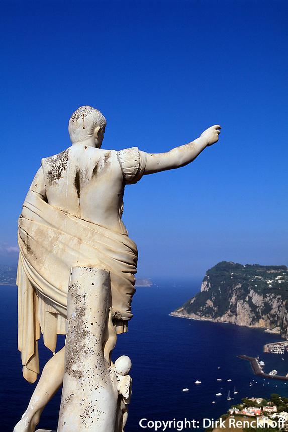Italien, Capri, Hotel Caesar Augustus in Anacapri, Statue Augustus, Blick auf Marina Grande