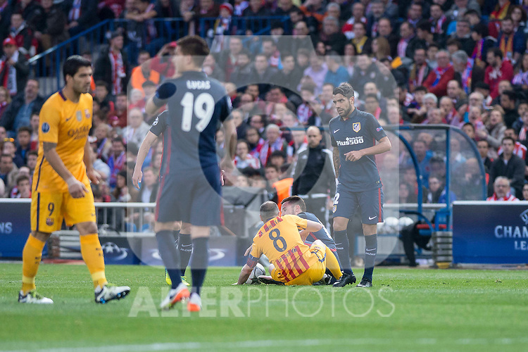 Atletico de Madrid's Saul Ñigez  and Augusto Fernandez and FC Barcelona Andres Iniesta during Champions League 2015/2016 Quarter-Finals 2nd leg match. April 13, 2016. (ALTERPHOTOS/BorjaB.Hojas)