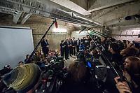 """Am 18. Dezember besuchte Bundespraesident Frank-Walter Steinmeier mit seiner Frau Elke Buedenbender das """"Zentrum am Zoo"""" der Berliner Stadtmission. Sie haben sich ueber die Plaene fuer das kuenftige Zentrum am Zoo mit dem Schwerpunkt Obdachlosigkeit in den Bereichen Beratung, Begleitung und Bildung informiert.<br /> Die Deutsche Bahn hat der Berliner Stadtmission Raeume in einer Groesse von 500 qm auf 25 Jahre zur kostenfreien Nutzung uebergeben.<br /> Der Bundespraesident und seine Ehefrau setzten sich auch mit ehrenamtlichen Helferinnen und Helfern der Stadtmission zusammen und unterhielten sich ueber deren Engagement.<br /> Im Bild: Der Bundespraesident und seine Ehefrau in den im Bau befindlichen neuen Raeumen.<br /> Vlnr: Der Bundespraesident und seine Ehefrau; Buergermeister Michael Mueller; Richard Lutz, Vorstandsvorsitzender der Deutschen Bahn AG; Joachim Lenz, Direktor und Vorstand der Berliner Stadtmission; Ute Moebus vom Vorstand der Deutschen Bahn.<br /> 18.12.2017, Berlin<br /> Copyright: Christian-Ditsch.de<br /> [Inhaltsveraendernde Manipulation des Fotos nur nach ausdruecklicher Genehmigung des Fotografen. Vereinbarungen ueber Abtretung von Persoenlichkeitsrechten/Model Release der abgebildeten Person/Personen liegen nicht vor. NO MODEL RELEASE! Nur fuer Redaktionelle Zwecke. Don't publish without copyright Christian-Ditsch.de, Veroeffentlichung nur mit Fotografennennung, sowie gegen Honorar, MwSt. und Beleg. Konto: I N G - D i B a, IBAN DE58500105175400192269, BIC INGDDEFFXXX, Kontakt: post@christian-ditsch.de<br /> Bei der Bearbeitung der Dateiinformationen darf die Urheberkennzeichnung in den EXIF- und  IPTC-Daten nicht entfernt werden, diese sind in digitalen Medien nach §95c UrhG rechtlich geschuetzt. Der Urhebervermerk wird gemaess §13 UrhG verlangt.]"""