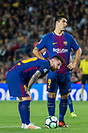 Luis Alberto Suarez Diaz (r) and Lionel Andres Messi of FC Barcelona wait to kick the ball during the La Liga 2017-18 match between FC Barcelona and Malaga CF at Camp Nou on 21 October 2017 in Barcelona, Spain. Photo by Vicens Gimenez / Power Sport Images