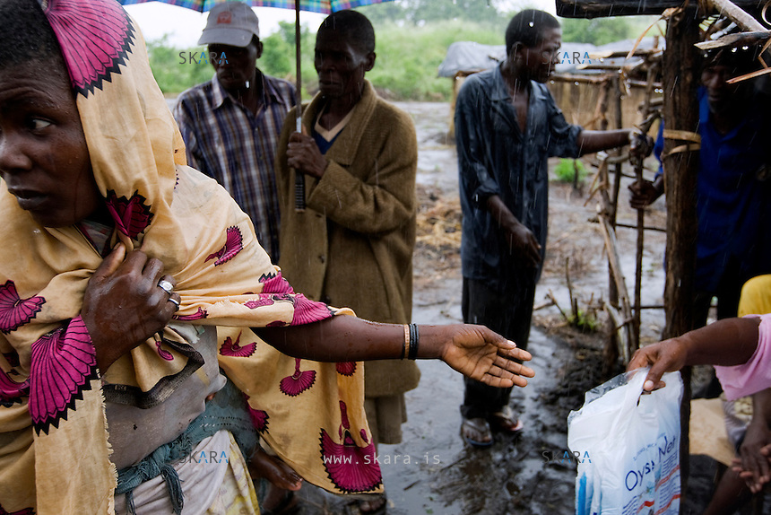 The risk of Malaia is high in Mozambique. Volunteers from the Red Cross give out Mosquito nets to battle the epidemix. Most of the volunteers have been affexted by the floods themselves.
