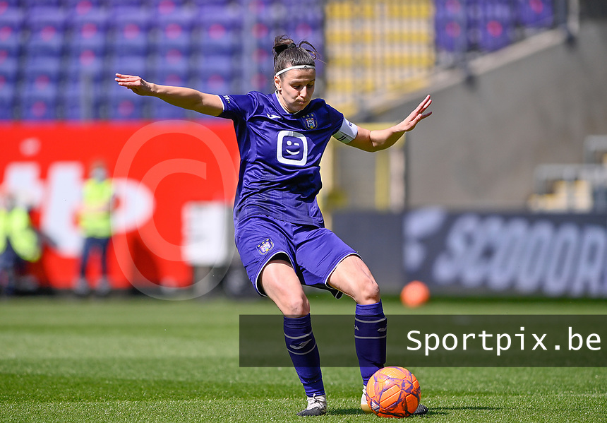 Laura De Neve (8) of Anderlecht pictured during a female soccer game between RSC Anderlecht Dames and Standard Femina De Liege on the third matchday of play off 1 of the 2020 - 2021 season of Belgian Womens Super League , saturday 24 th of April 2021  in Brussels , Belgium . PHOTO SPORTPIX.BE | SPP | DAVID CATRY