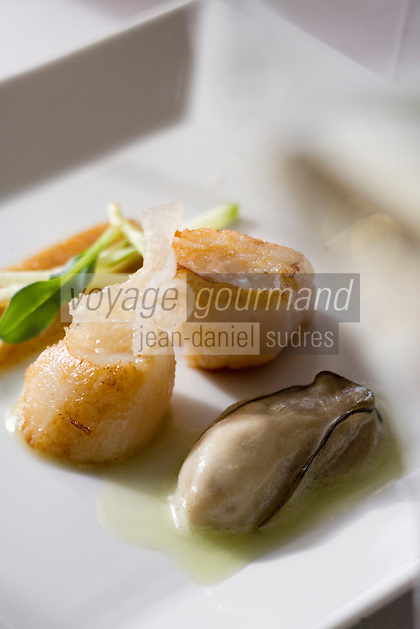 """Europe/France/Bretagne/35/Ille et Vilaine/ Rennes: Saint-jacques à la pomme granny, huître et Parmesan - recette de Marc Tizon chef du restaurant """"Le Coq-Gadby"""" 156, rue d'Antrain."""