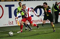 Leon Andreasen (l. FSV Mainz 05) im Zweikampf mit Christoph Metzelder (Borussia Dortmund) +++ Marc Schueler +++ 1. FSV Mainz 05 vs. Borussia Dortmund, 31.01.2007, Stadion am Bruchweg Mainz +++ Bild ist honorarpflichtig. Marc Schueler, Kreissparkasse Grofl-Gerau, BLZ: 50852553, Kto.: 8047714