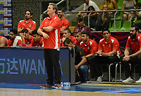 MEDELLÍN - COLOMBIA, 25-08-2017: Sergio VALDEOLMILLOS MORENO, entrenador de Mexico, da instrucciones durante el partido entre Puerto Rico y Mexico de la fase de grupos, grupo A, de la FIBA AmeriCup 2017 jugado en el coliseo Iván de Bedout de la ciudad de Medellín.  El AmeriCup 2017 se juega  entre el 25 de agosto y el 3 de septiembre de 2017 en Colombia, Argentina y Uruguay. / Sergio VALDEOLMILLOS MORENO, coach of Mexico, gives directions during the match between Puerto Rico and Mexico of the group stage Group A of the FIBA AmeriCup 2017 played at Ivan de Bedout  coliseum in Medellin. The AmeriCup 2017 is played between August 25 and September 3, 2017 in Colombia, Argentina and Uruguay. Photo: VizzorImage / León Monsalve / Cont