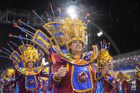 SÃO PAULO, SP, 15.02.2015, CARNAVAL 2015 - SÃO PAULO - GRUPO DE ACESSO / COLORADO DO BRÁS: Integrantes da escola de samba Colorado do Brás, durante desfile do grupo de acesso do Carnaval de São Paulo, na noite deste domingo, 15. (Foto: Levi Bianco / Brazil Photo Press).